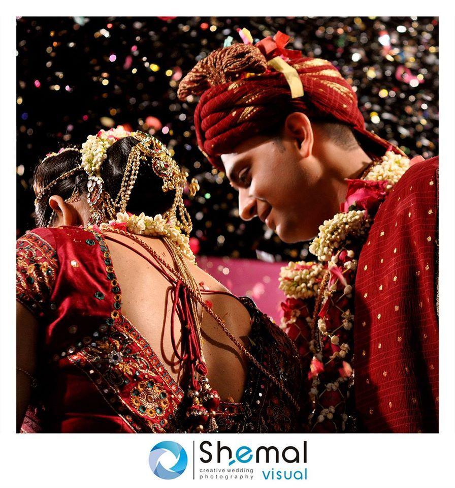 🎀 Photo by Semal Visual, Rajkot   #weddingnet #wedding #india #indian #indianwedding #weddingdresses #mehendi #ceremony #realwedding #lehenga #lehengacholi #choli #lehengawedding #lehengasaree #saree #bridalsaree #weddingsaree #indianrituals #indianweddingrituals #ceremonies #weddingceremonies