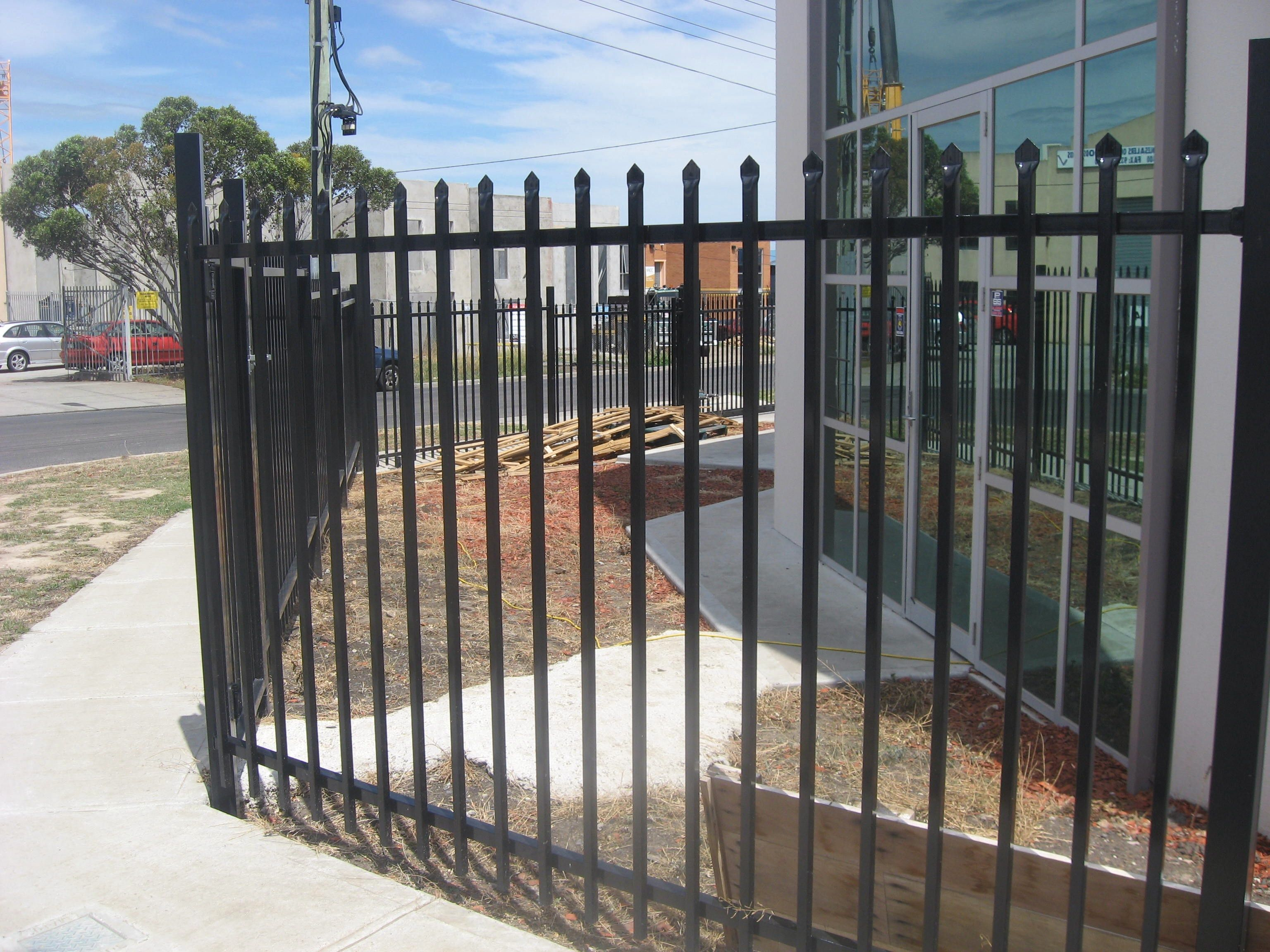 Diy Fences Are Dedicated To Saving Money And They Have Various Uses In People S Everyday Lives Http Www Fencewor Diy Pool Fence Diy Pool Glass Pool Fencing