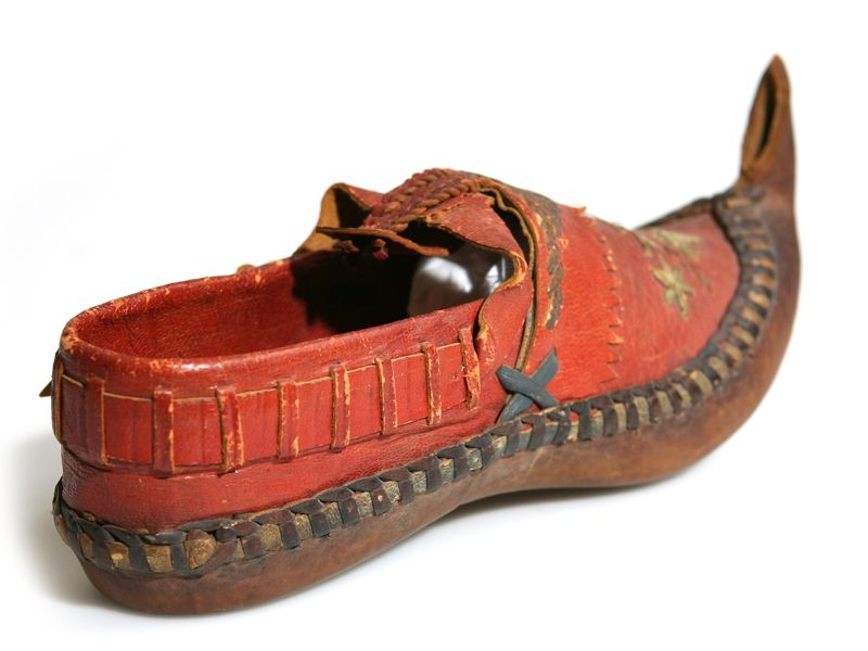 Ethnic shoes / Dutch leather embroidered elf shoes. Early 20th century. Netherlands.