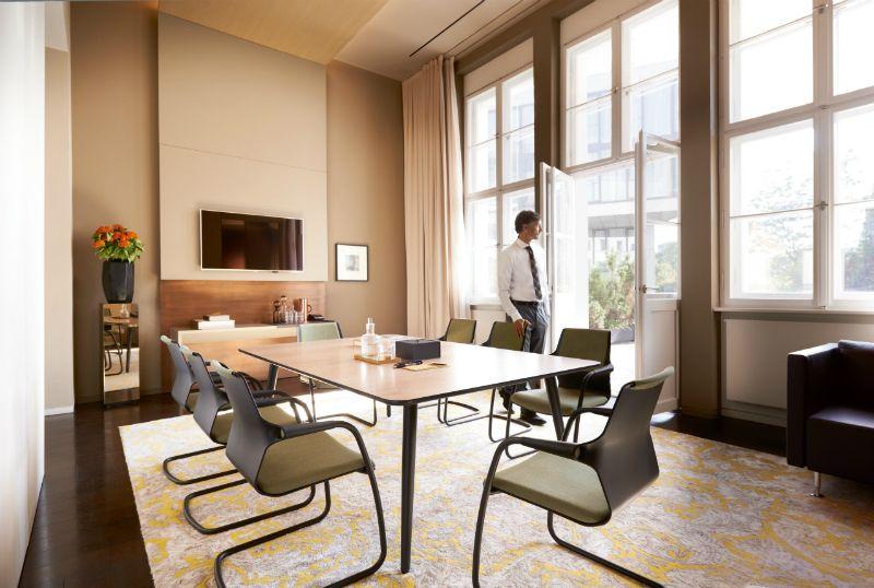 Classic modern Sedus allright stoel en mastermind tafel