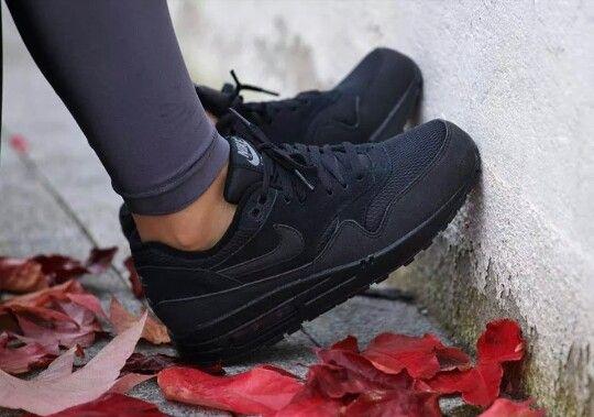 Nike tripple blacks ... these look sweet....