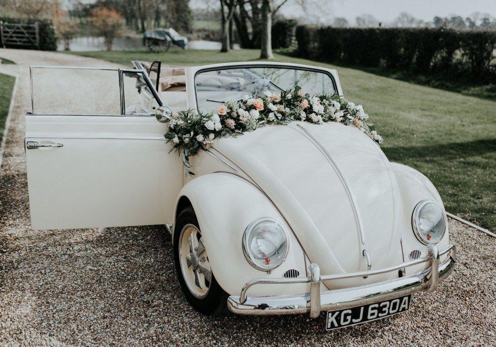 Trouwauto Versiering 5 Ideeen Voor De Decoratie Bruiloft Inspiratie Auto Bruiloft Trouwauto Decoraties Retro Bruiloft