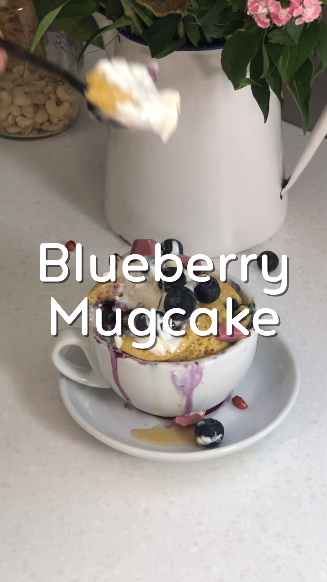 Blueberry Mugcake – 5 min. Rezept   – Rezept Videos Mrs Flury