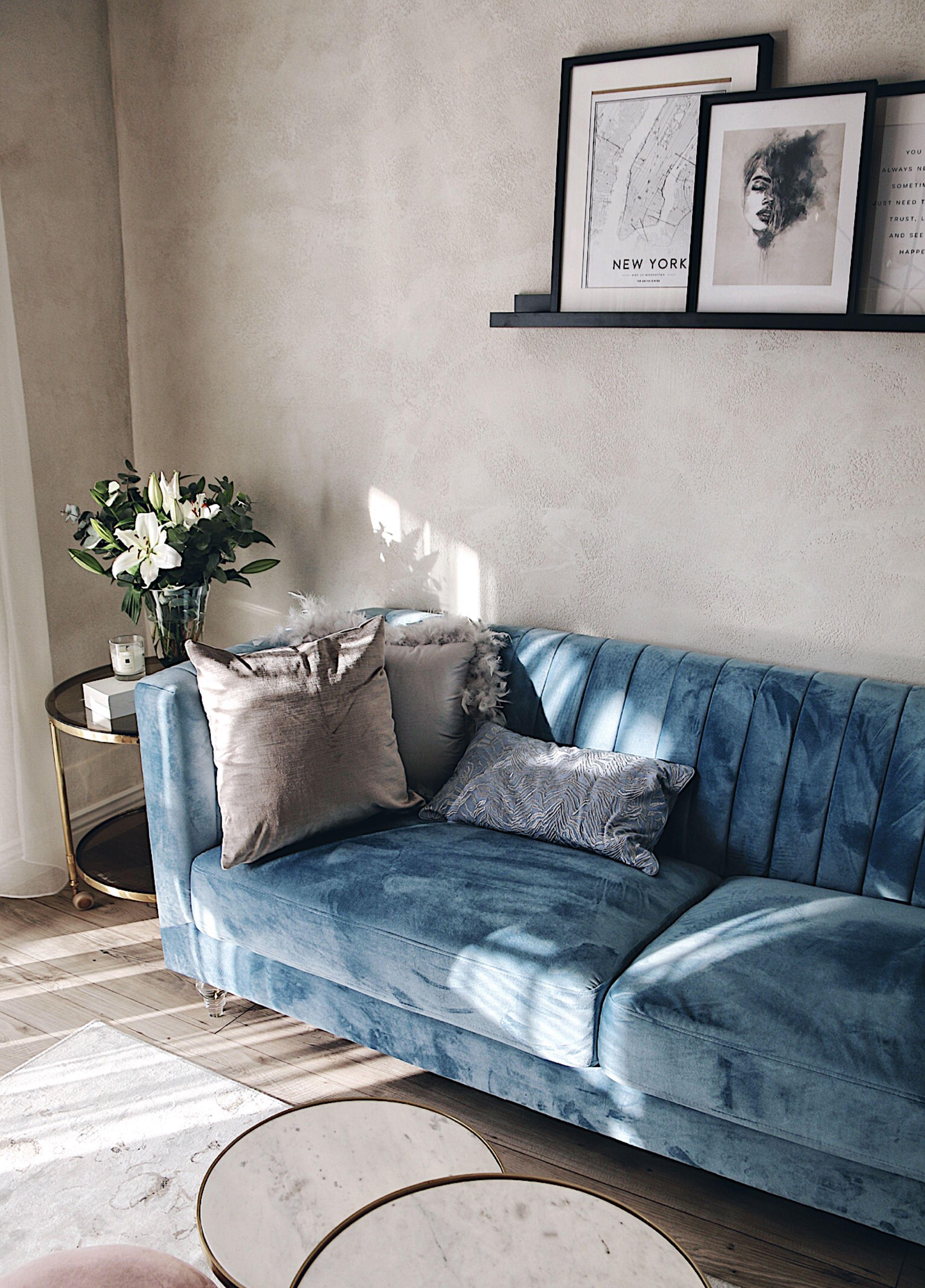 Soffa Sammet Ljusbla Arvika Einrichten Und Wohnen Wohnzimmer Hellblaue Sofas Sofa Design