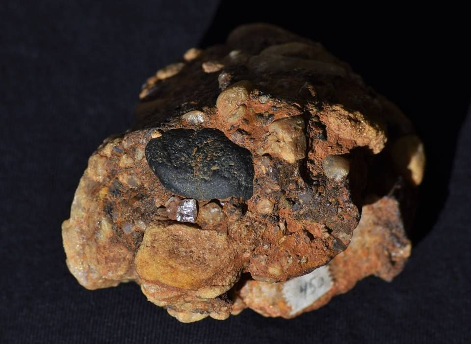 how to identify kimberlite pipes