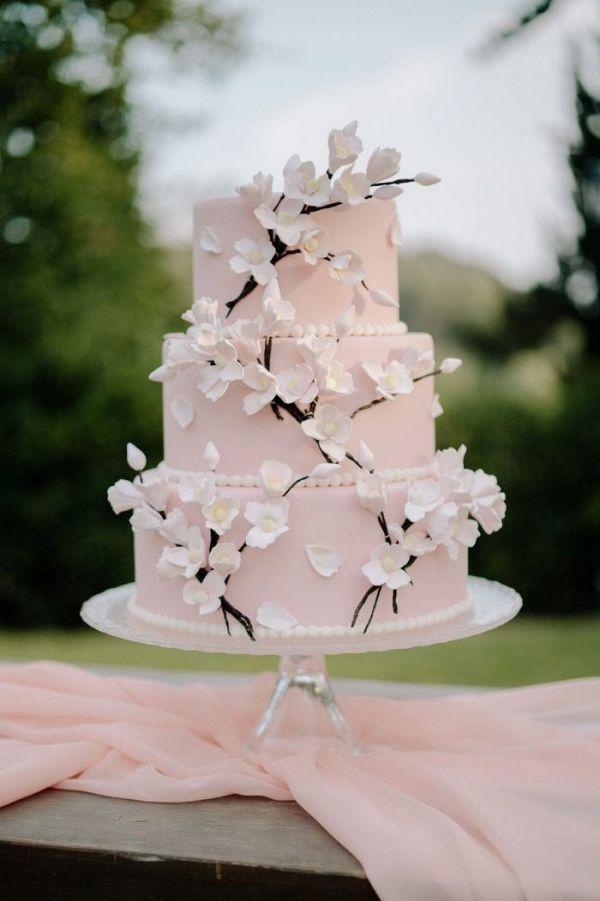 Chic vintage brides cake #vintage #brides ; schicker vintager brautkuchen ; gâteau de mariées vintage chic ; pastel de novias vintage chic ; chic vintage brides gowns, chic vintage brides cake, chic vintage brides style