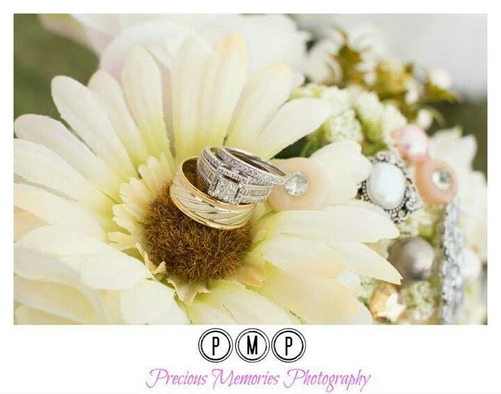 wedding rings/bridal bouquet