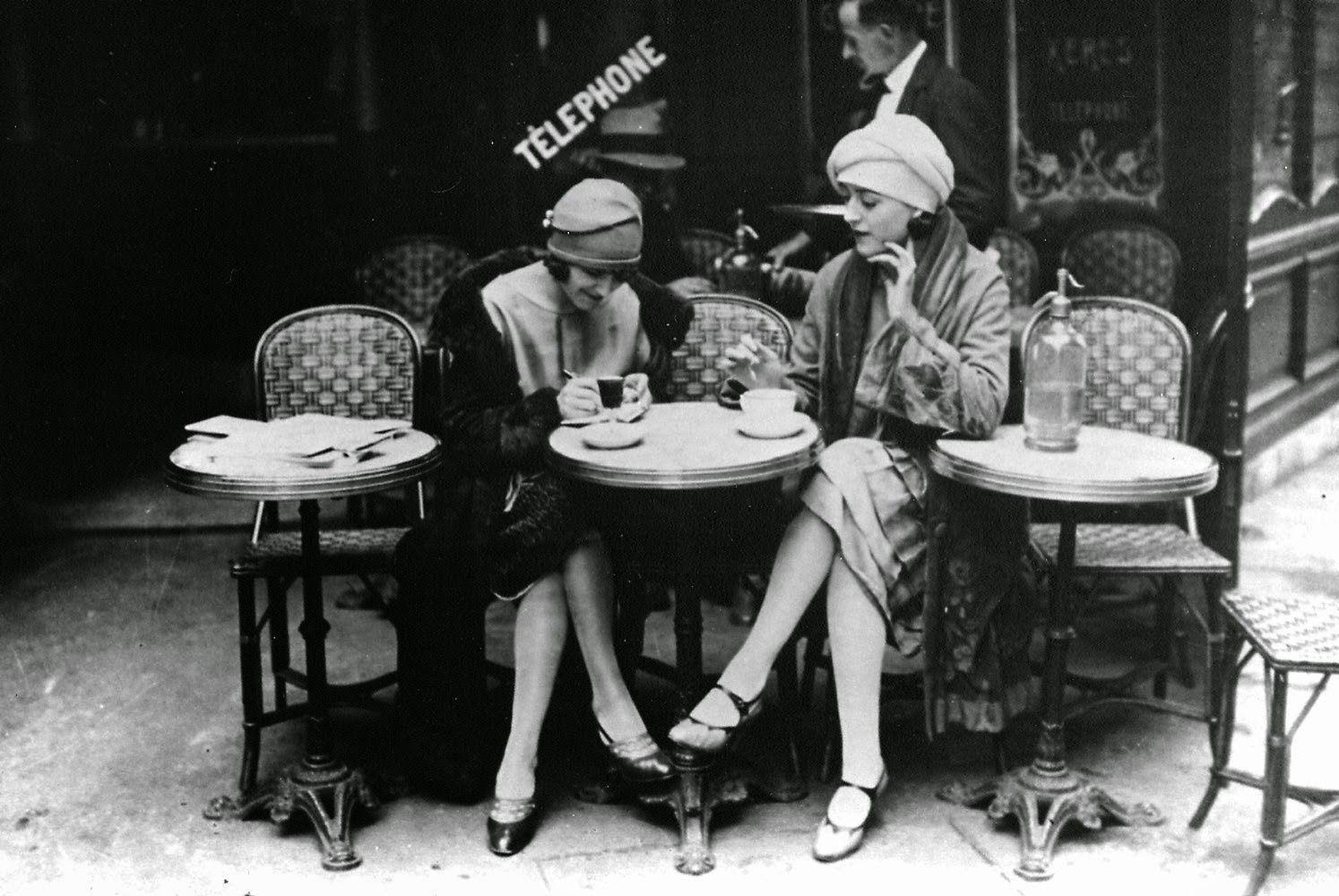 14-Lost-&-Found-Gallery-GalleryLF-Black-&-White-Vintage-Photography-www-designstack-co