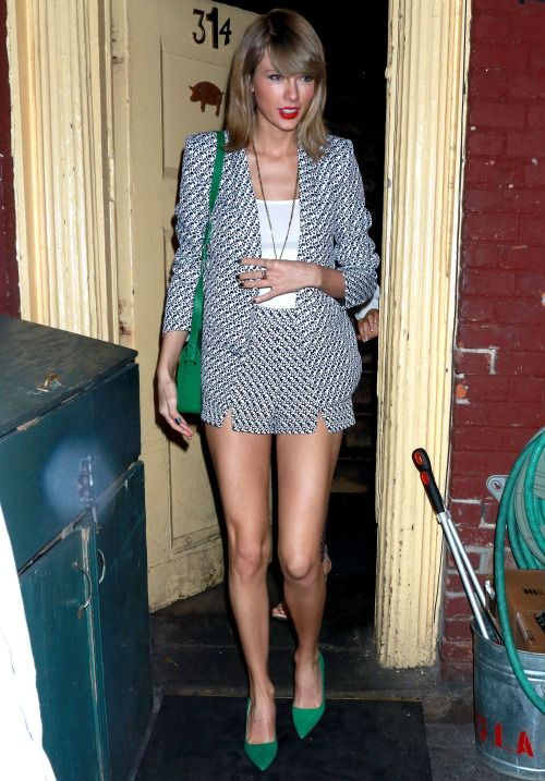 Taylor Swift looks elegantly simple while out for lunch in