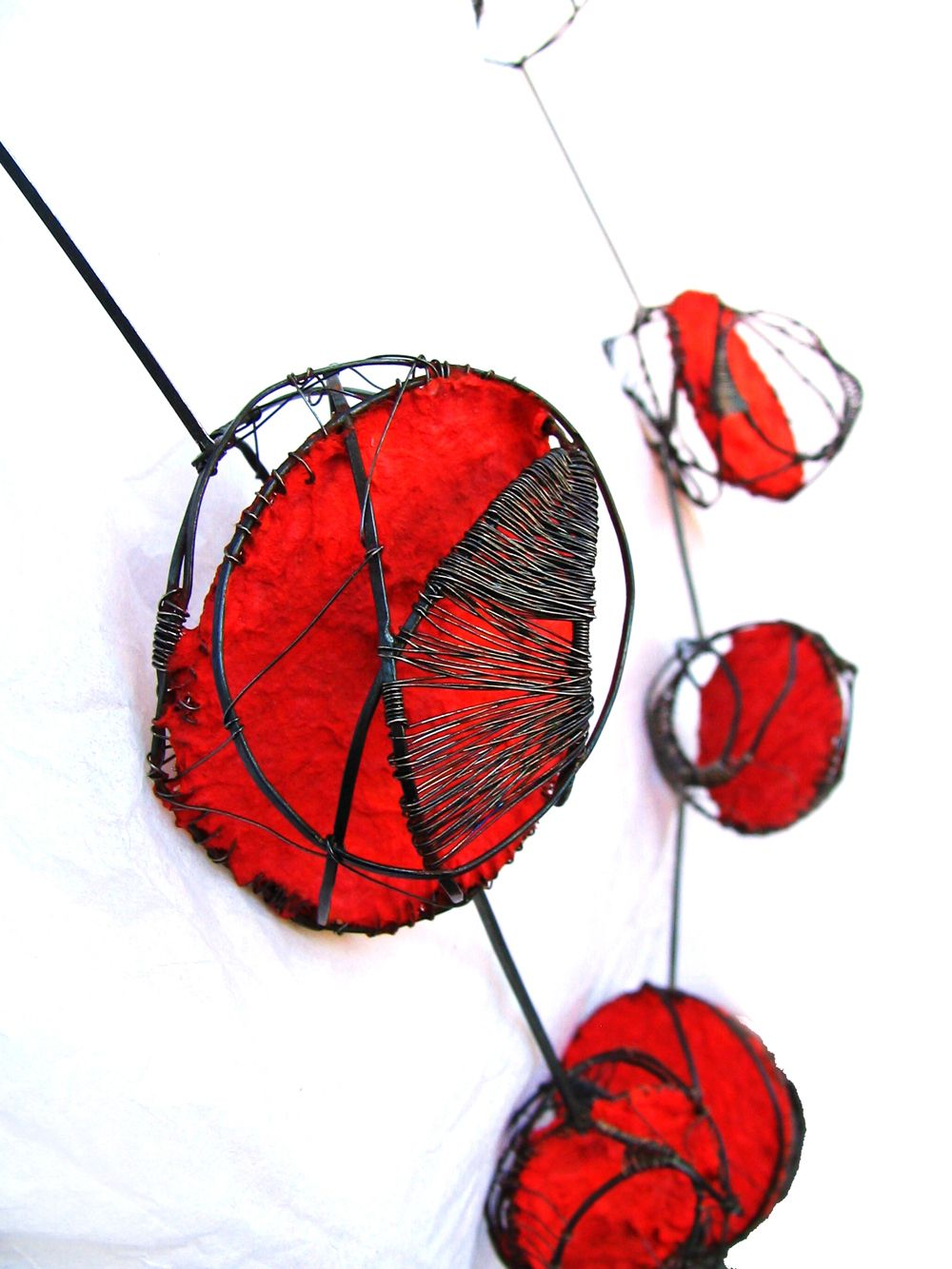 Lucía Nieves. Necklace: Ausencia Regreso, 2006. Iron, sterling silver, paper, pigments. Photo by: Lucía Nieves.