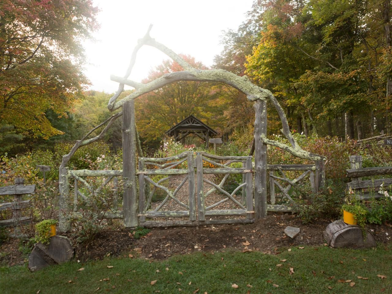 Country Inn Garden with Rustic Gateway Rustic backyard