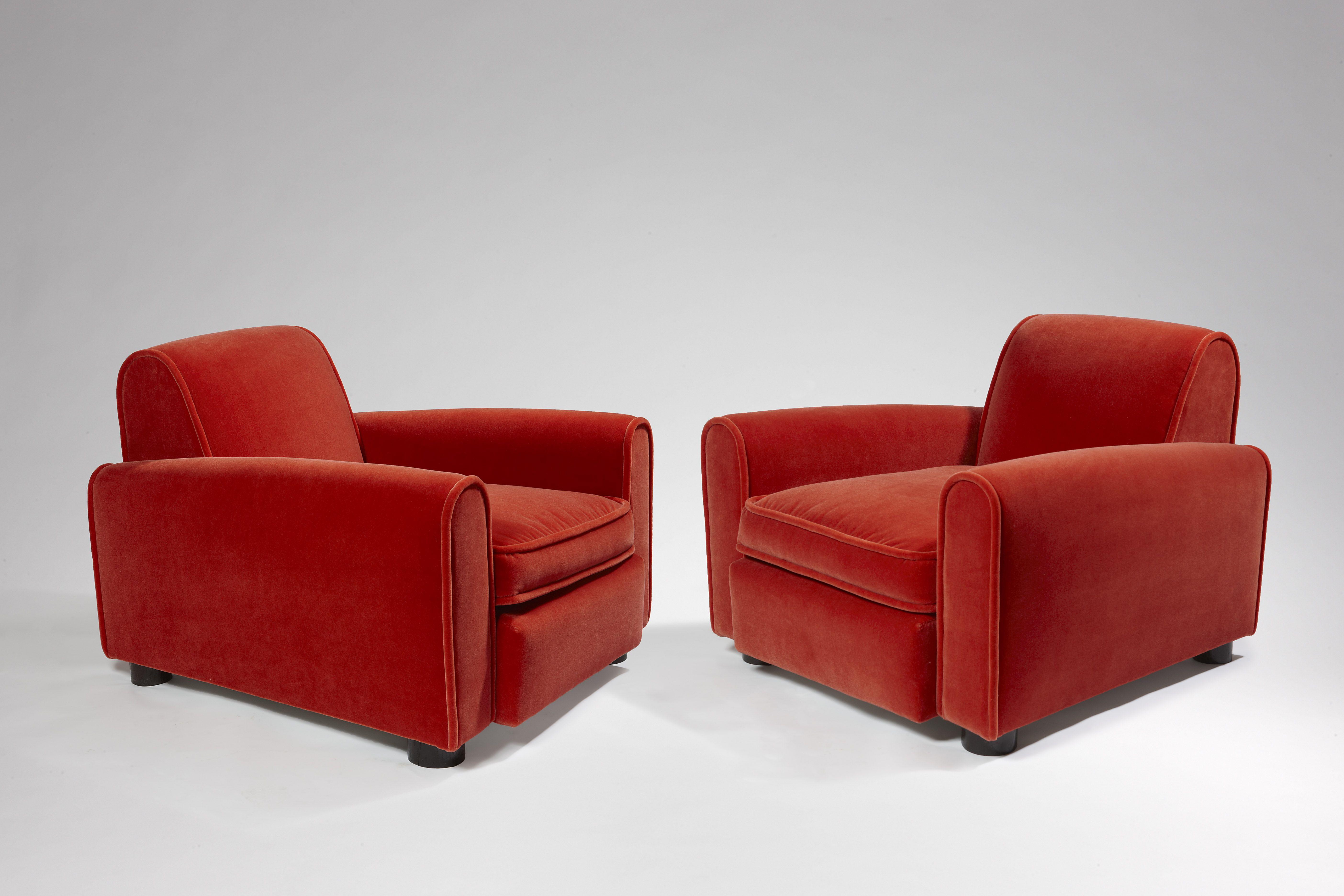 paire de fauteuils confortables en velours mohair rouge orang par jean roy re vers 1935. Black Bedroom Furniture Sets. Home Design Ideas