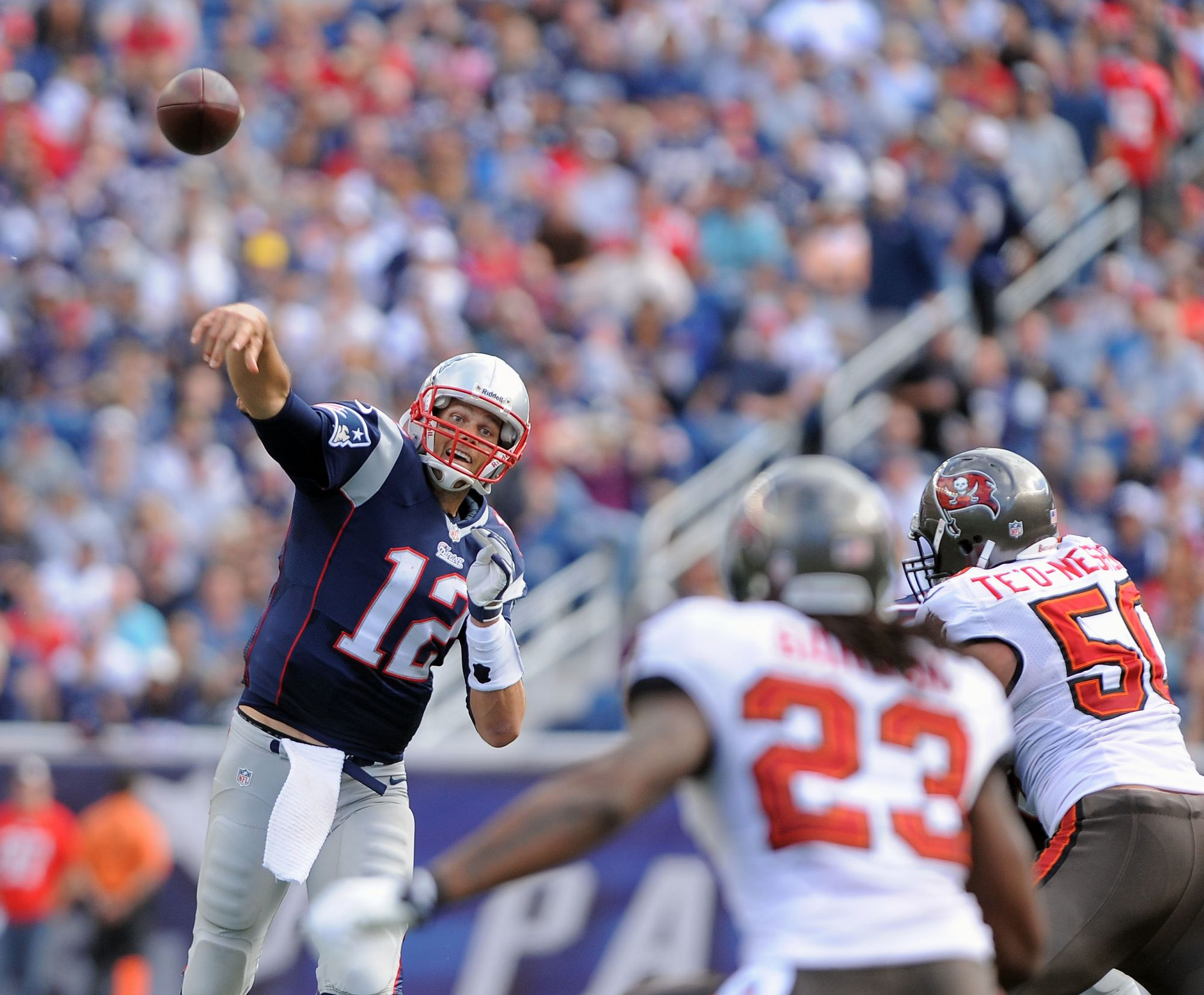 New England Patriots Quarterback Tom Brady Throws A Pass During A Game Against The Tampa Bay Buccaneers Sept New England Patriots New England Football Helmets