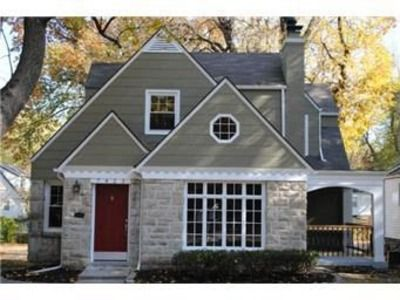 7423 Walnut St Kansas City Mo 64114 Zillow Beautiful Homes House Cottage