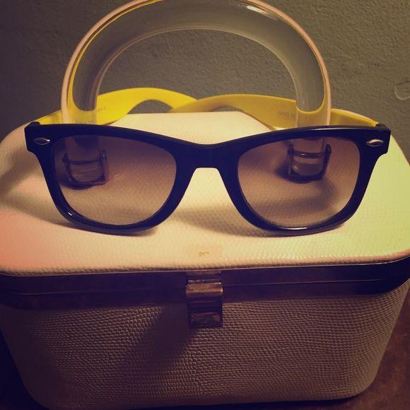 Wayfarer sunglasses Black wayfarer sunglasses with yellow arms KISS Accessories Sunglasses