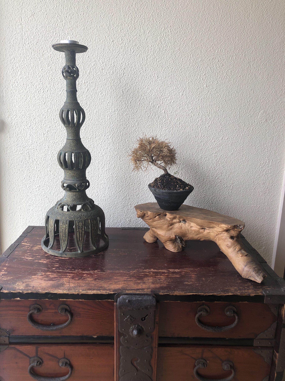 J Ai Le Plaisir De Vous Presenter Cet Article De Ma Boutique Etsy Antique Japanese Shokudai Buddhist Candle Stand 1900s Etsy Stand Bougie