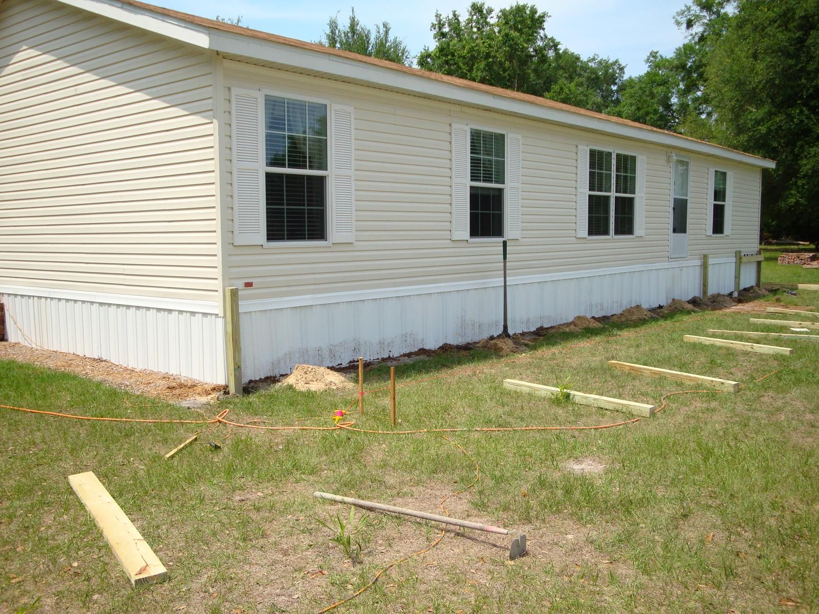 Dreamy double wide porch decking and construction for Pictures of porches on mobile homes