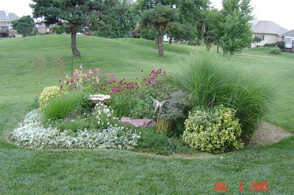 Small Perennial Backyard Gardens | This flower garden is ...