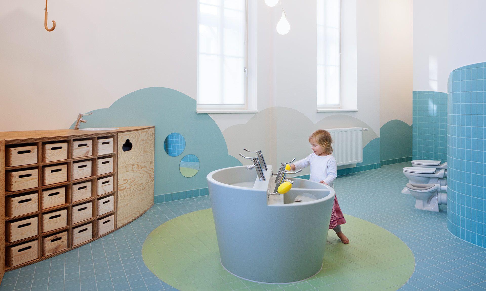 Kita Unterm Regenschirm Kind Badezimmer Kindergartenentwurf Wc
