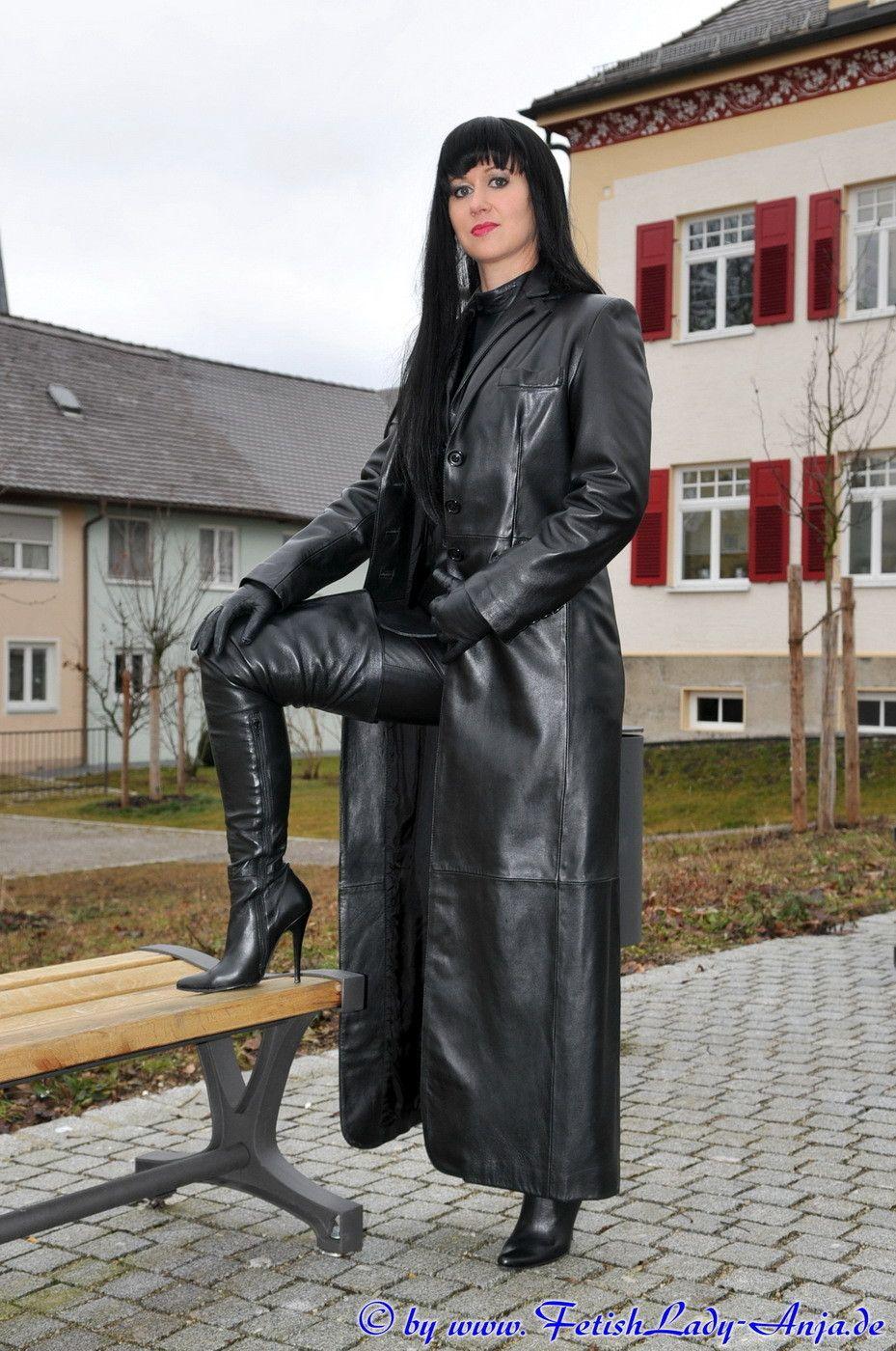Share black coat in leather long slut