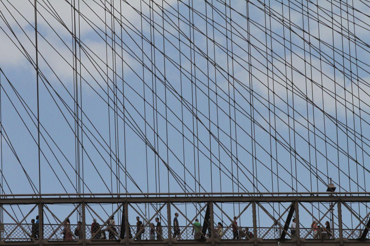 Caminando por los cielos desde el Brooklyn Bridge.Foto Credito:...