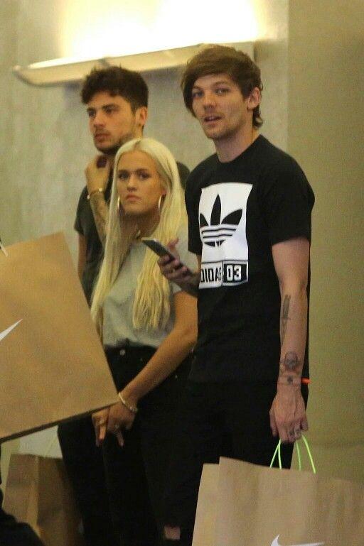 Louis with Oli, Lottie, and her boyfriend shopping in LA today