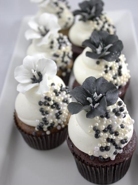 wedding cakes, cupcakes, cake pops, birthday cakes   Black and White ...