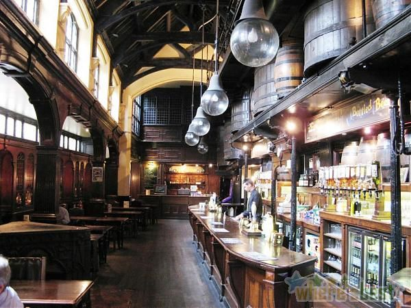These 14 London Pubs Are A Great Example Of That Very British Institution The Public House Or Pub For Short Pub Interior Pub Decor London Pubs