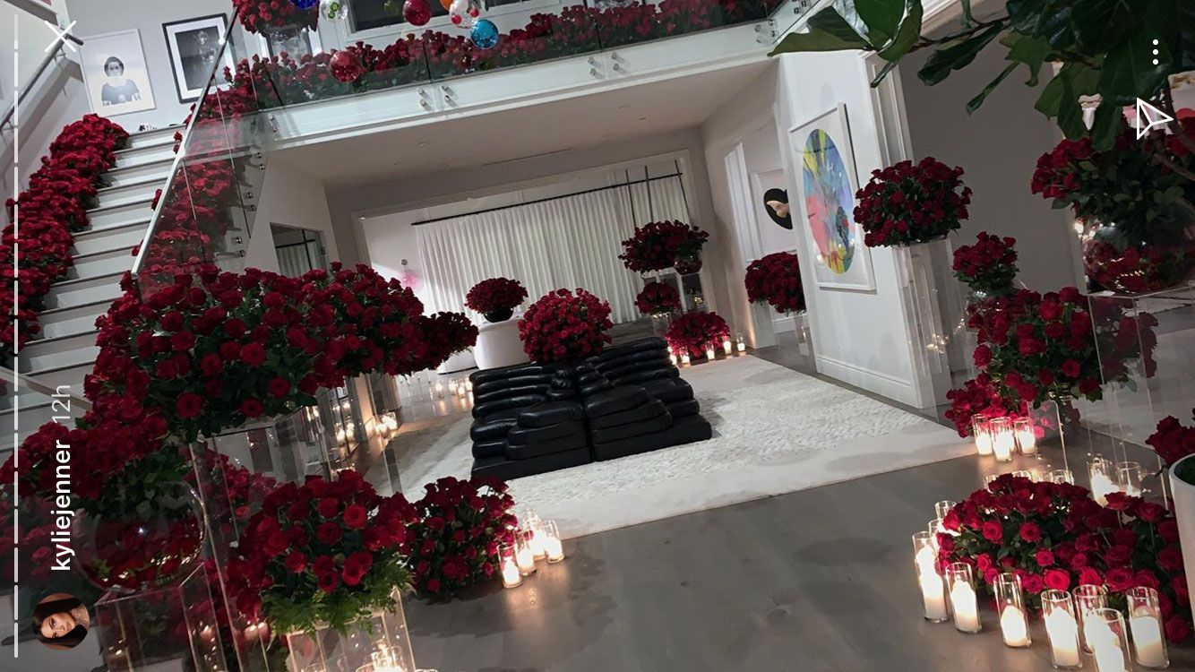 Kylie Jenner Comes Home To A Mansion Travis Scott Filled With Red Roses Just Because He Can Kylie Jenner House Jenner House Kylie Jenner Room