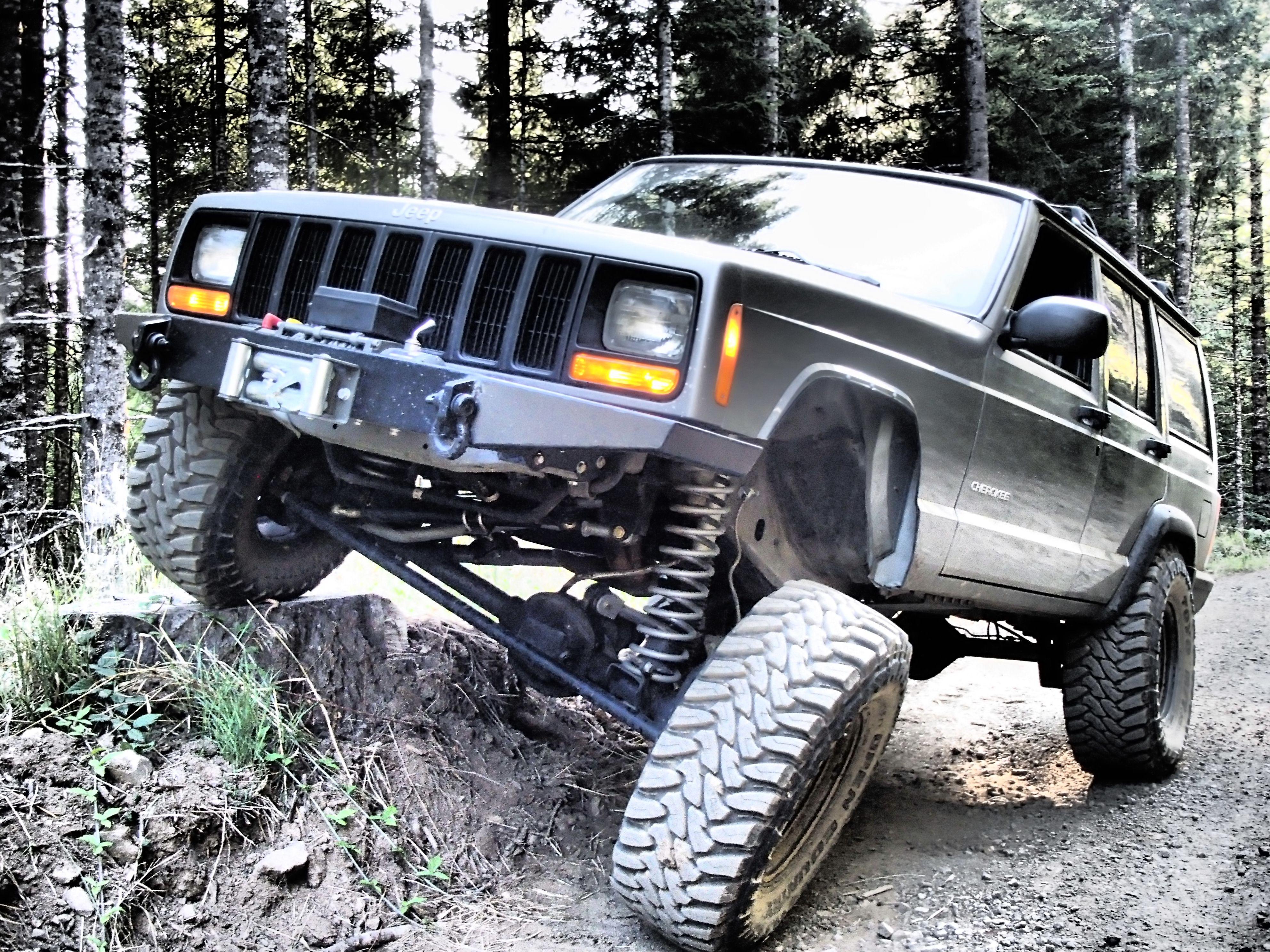 My 2001 Xj 5 5 Rubicon Long Arm Lockers 33 12 50 15s Any More Info Feel Free To Ask Its A Work In Progress Jeep Xj Jeep Cherokee Jeep Cherokee Xj