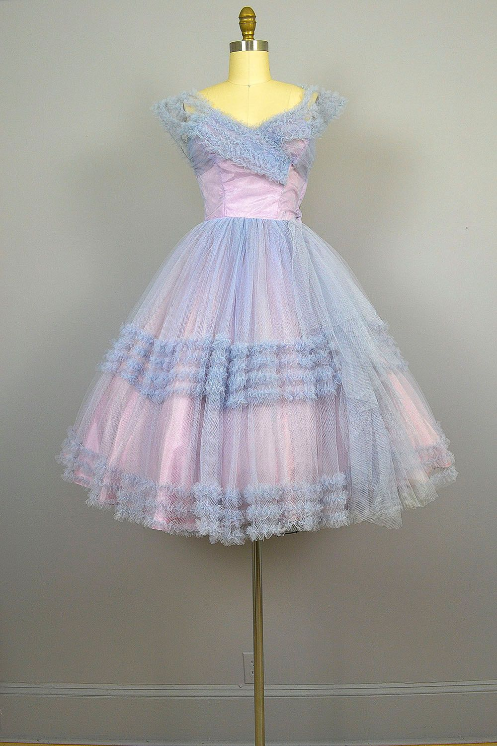 1950s Prom Dress 50s Party Dress Lavender Tulle Etsy 1950s Prom Dress Dresses Pretty Dresses [ 1500 x 1000 Pixel ]