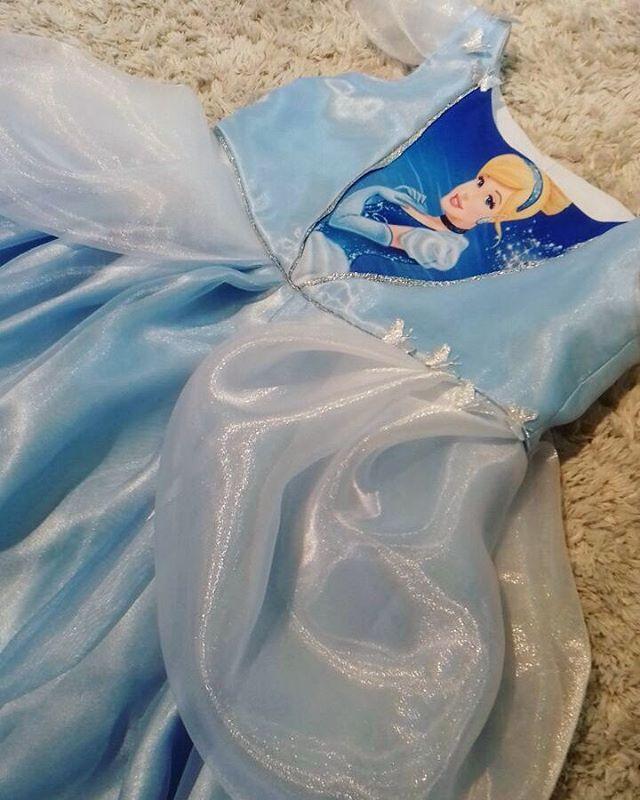 """15 curtidas, 1 comentários - O ateliê (@oatelie) no Instagram: """"Detalhes da #cinderela para a #princesa Luma!! ✨💙😄 #muitoamor #oatelie #havecourage #bekind 🐭👑"""""""
