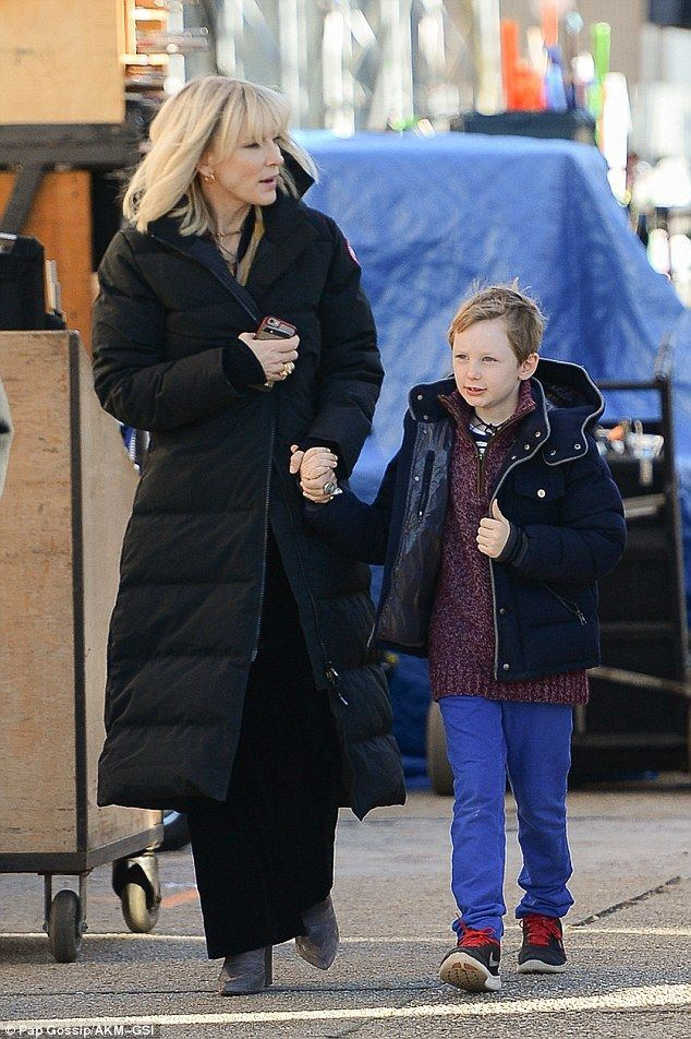 Cate Blanchett Brings Kids To Set Amidst A Feud With Anne Hathaway Cate Blanchett Cate Blanchett Children Celebrity Street Style