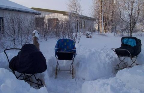 What Article About How Parents In Iceland Put Their Babies Outside In Their Strollers In All Weather To Nap Wearing Suitable In 2020 Baby Nap Baby Sleep Baby Habits