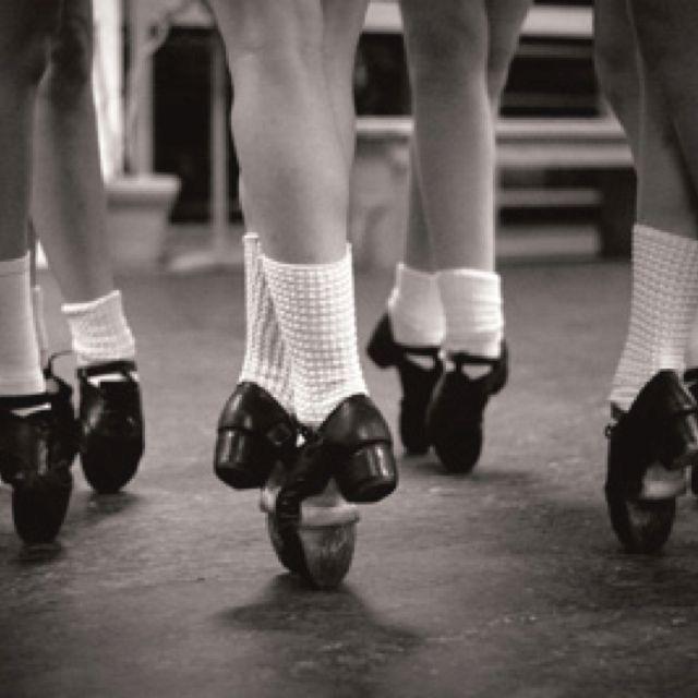 27e643e149cb4c En pointe in Irish dance.