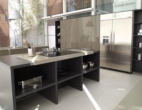 Projetos de cozinhas com diferentes eletrodomésticos Divulgação/Kitchens