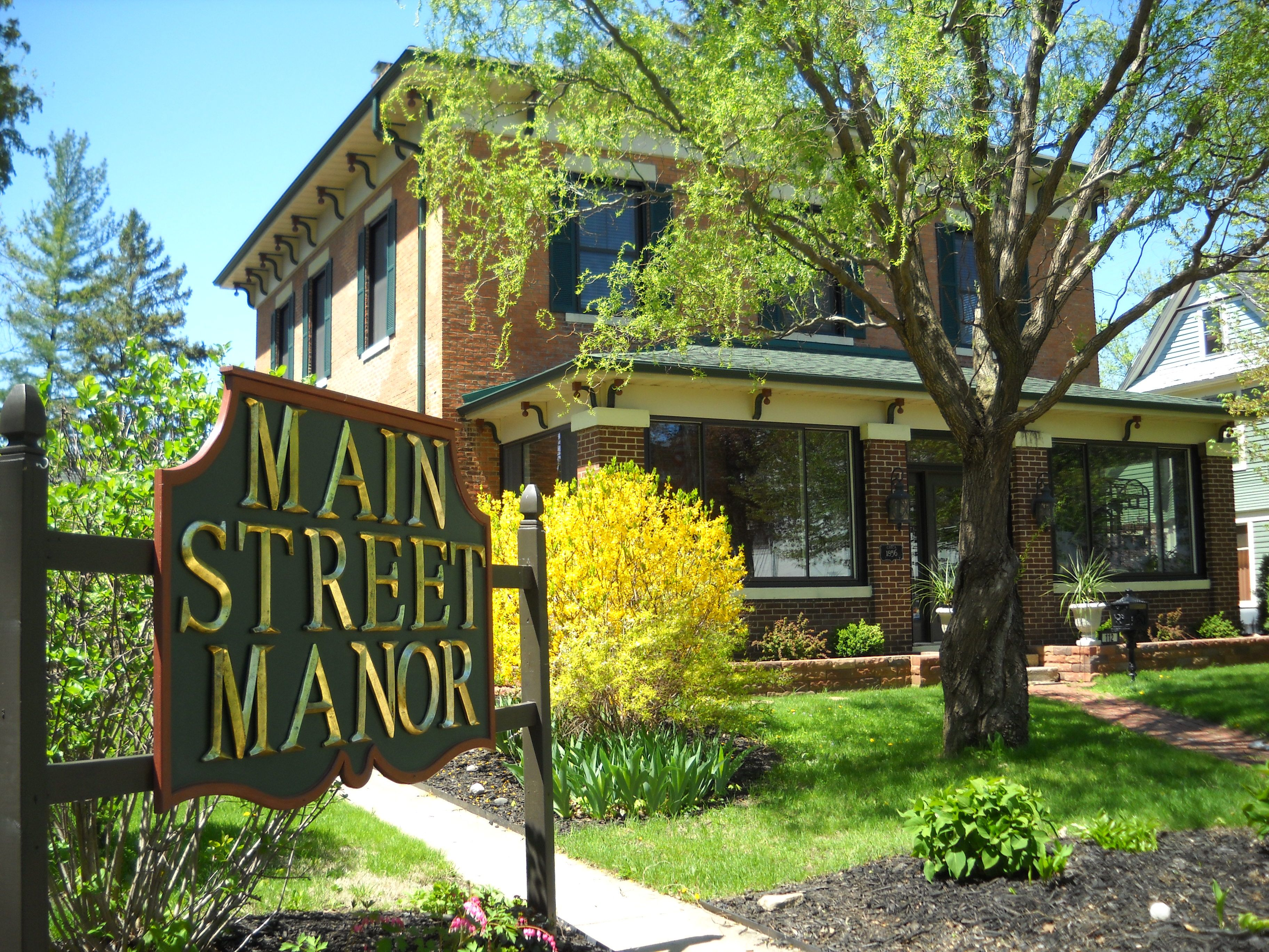 Main Street Manor bed & breakfast in downtown Delavan