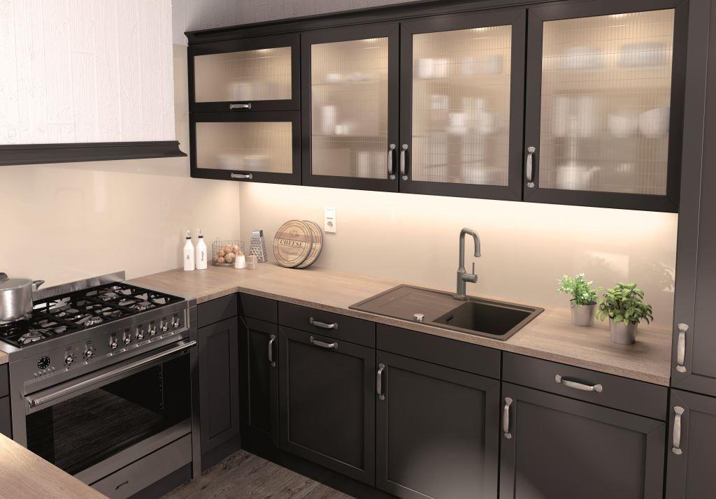 Cieply Odcien Brazu Jest Doskonalym Partnerem Dla Delikatnego Bezu Lub Bieli Harmonizuje Tez Ze Szlachetnym Drewnem Jak Da Kitchen Kitchen Cabinets Home Decor
