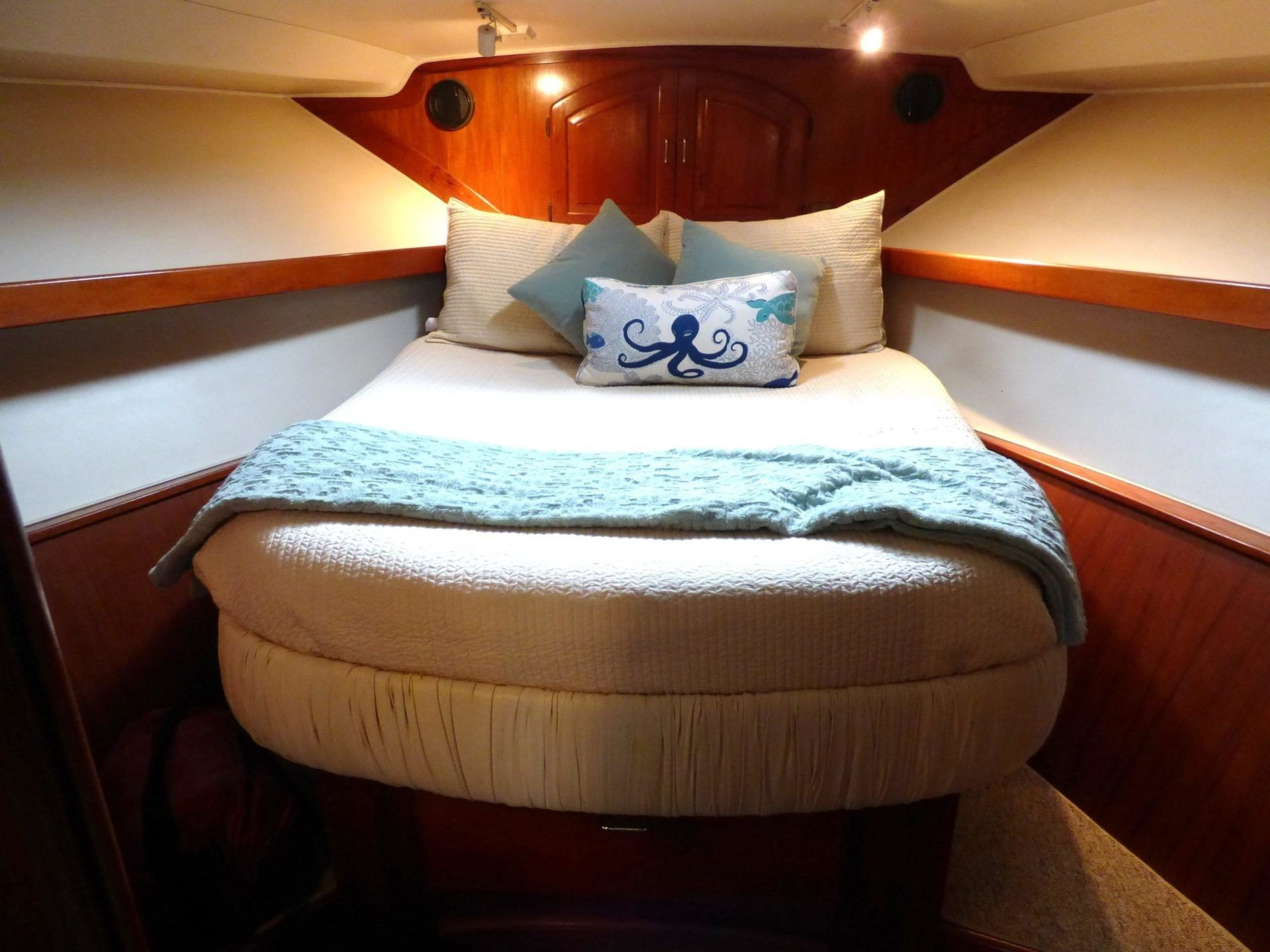 45 californian 45 motor yacht 1989 seacoast yachts teak storage wicker table and chairs teak flooring pinterest
