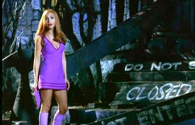 Sarah Michelle Gellar Daphne Head To Toe Purple Is Perfectly Acceptable When Chasing Ghosts Ghouls Daphne Costume Sarah Michelle Gellar Daphne Blake