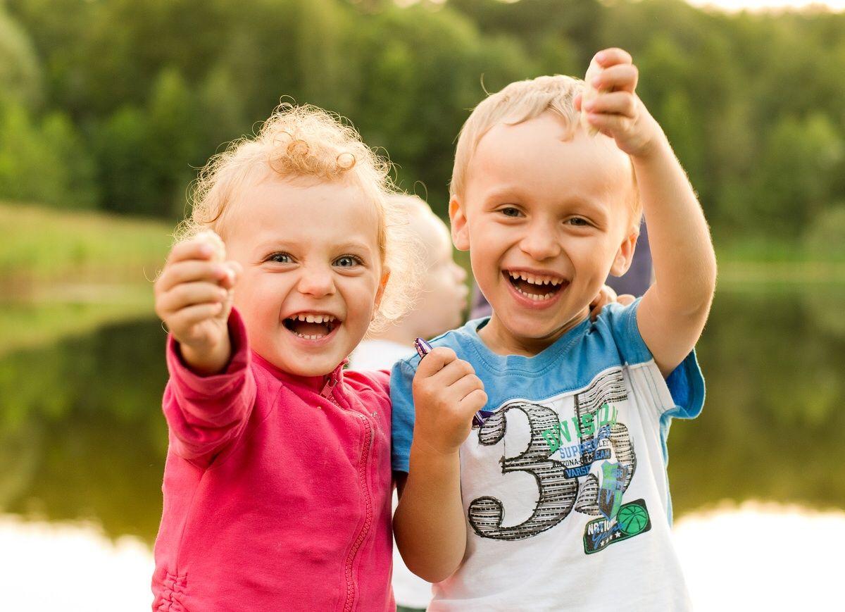 картинки детки смеются интерьер фотостудии, сразу