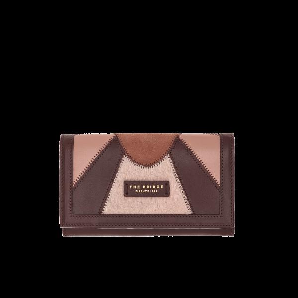 59df13ec8c Il portafoglio in pelle The Bridge è un accessorio dallo stile classico ed  elegante, perfetto