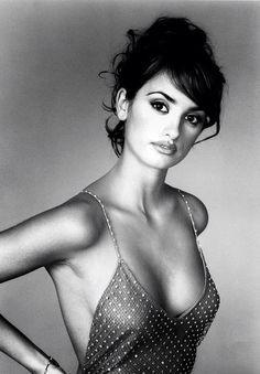 Young Penelope Cruz... Wow, she has always been very beautiful ...
