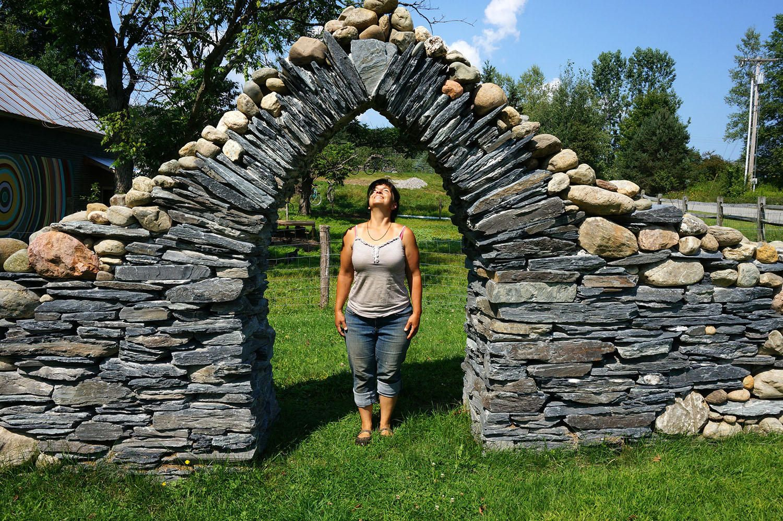 stonemason thea alvin trusts her stones won t fall on construction of walls id=24847