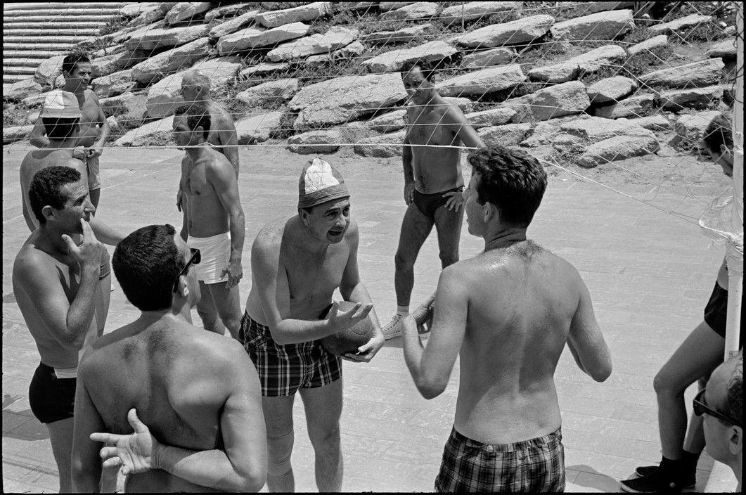 © Henri Cartier-Bresson/Magnum Photos Tel Aviv. 1967.