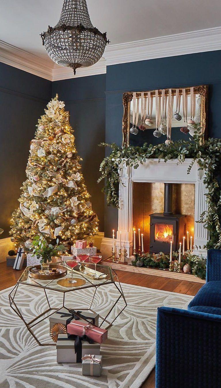 65 Christmas Tree Decoration Ideas And New Trends For 2019 2020 December Page 4 Of 65 Ladiesways Com Women Hairstyles Blog Cosy Living Room Blue Living Room Victorian Living Room