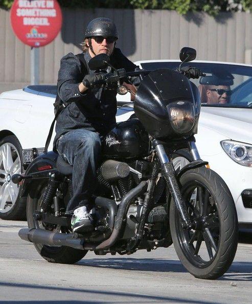 Charlie+Hunnam+Charlie+Hunnam+Rides+Motorcycle+eQwS3UQqxRLl.jpg (493×594)
