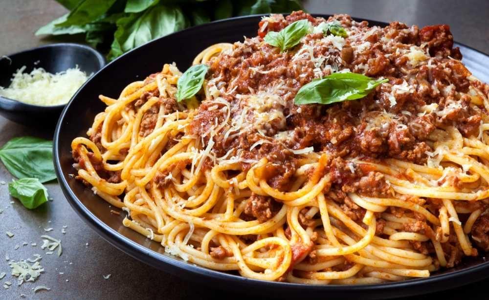 Bolognese Sa Blir Den God Och Smakrik Recept Italienska
