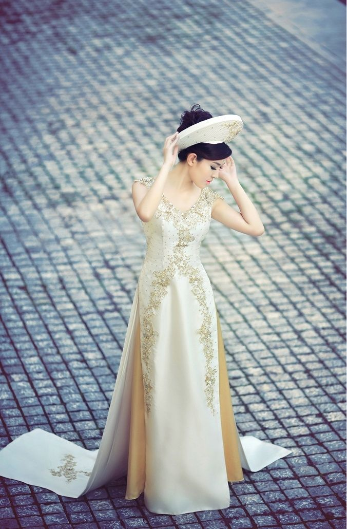 Vietnamese ao dai (Clearly this is Anastasia's outfit