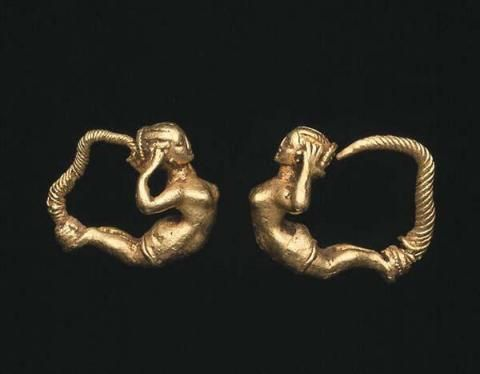 Pair of earrings with female figure (4th-3rd c. b.C.) - Dallas Museum of Art
